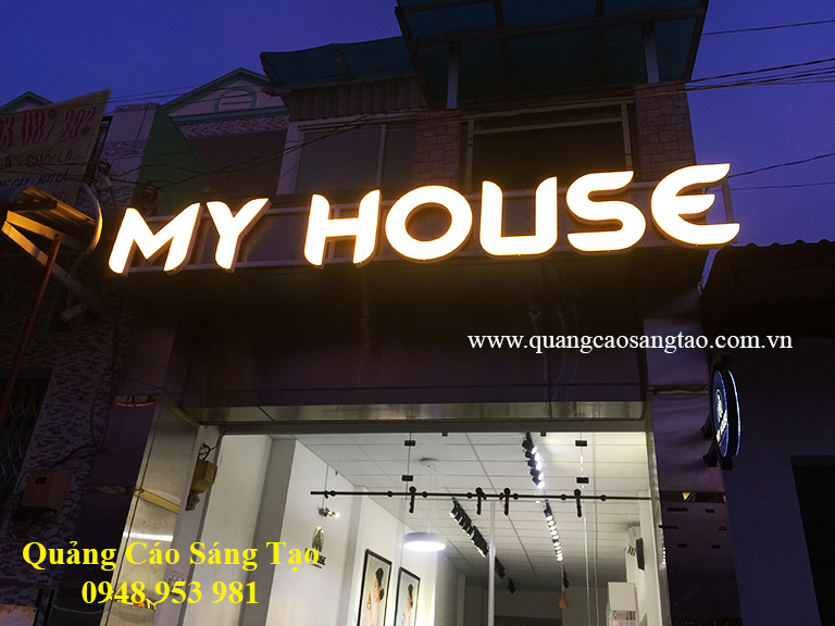 Bảng hiệu của cửa hàng My House - chuyên cung cấp nội thất cho gia đình bạn