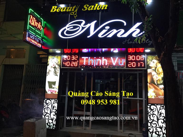 Bảng hiệu của tiệm làm đẹp cho tóc Ninh